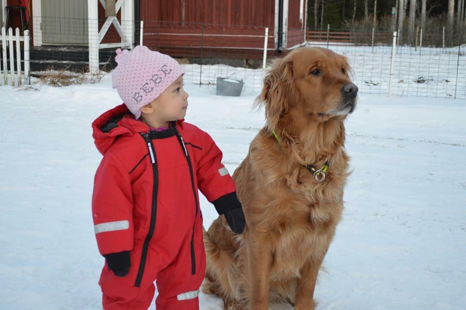 Linnea och Astrid ute på Grönviken